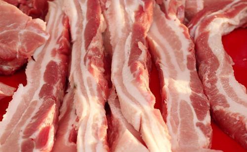 """猪肉价格""""猛涨抬头"""",春节之前要不要先囤点肉?"""